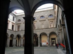 Tratto e virgola, 2015. Veduta dell'allestimento della mostra Sinonimi, Napoli, 2015